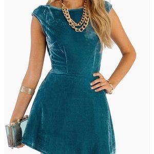 Dresses & Skirts - NWOT Tobi Teal Backless Velvet Dress